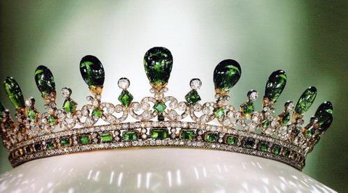 queen-victoria-emerald-diamond-tiara-gothic-style-designed-prince-albert