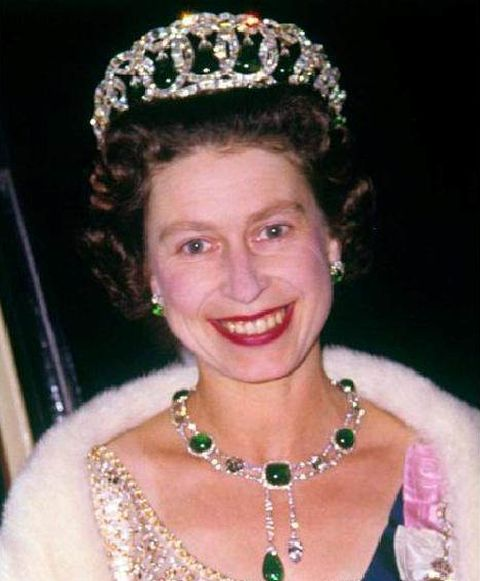 another-occasion-queen-elizabeth-wears-the-vladimir-tiara-and-the-delhi-durbar-necklace
