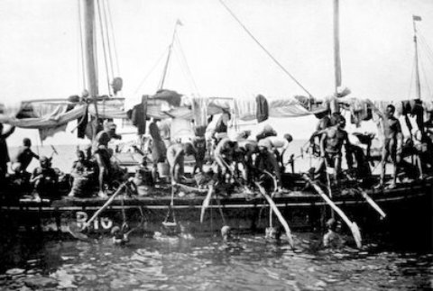 Pearl divers in the Persian Gulf