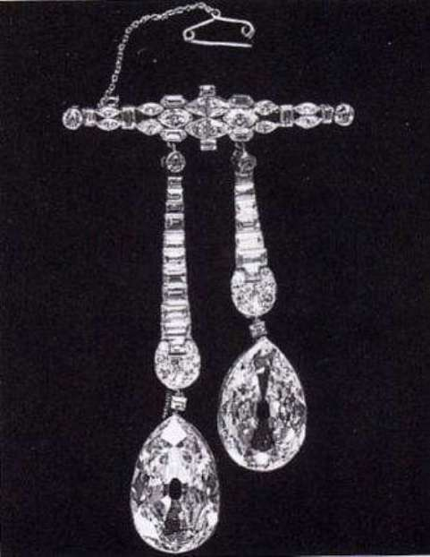 The Arcot Diamonds suspended from a bar brooch after dismounting from the Westminister Tiara