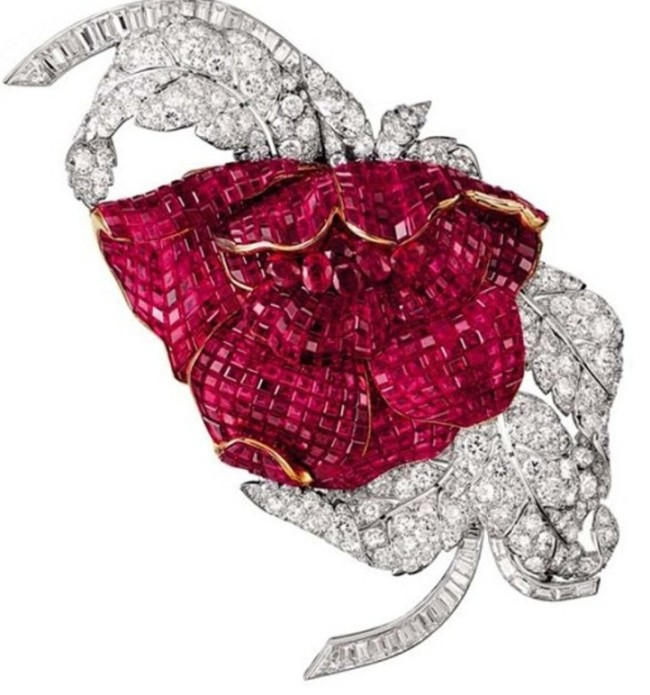 Closing pivoine clip that once belonged to Princess Faiza, from the Van Cleef & Arpels antique jewelry collection