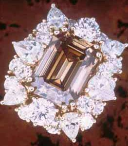 dark-coloured-champagne-emerald-cut-jewel-contrasted-with-white-diamonds