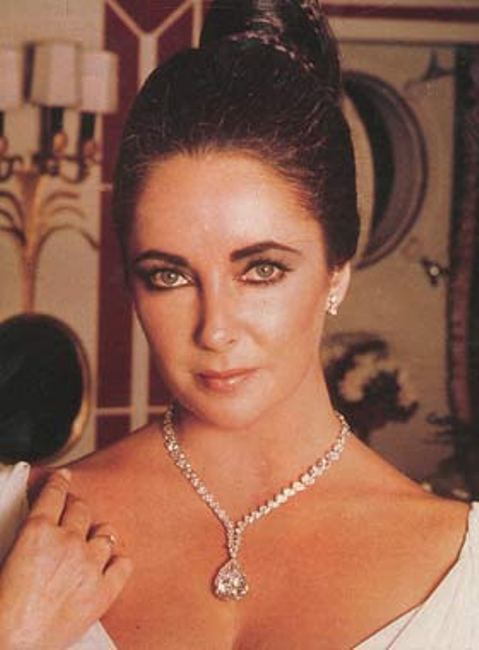 Elizabeth Taylor wearing a diamond necklace with the Taylor-Burton diamond as its pendant