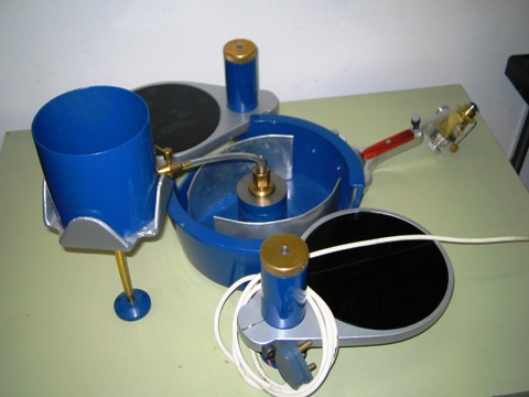Gemstone cutting and polishing machine