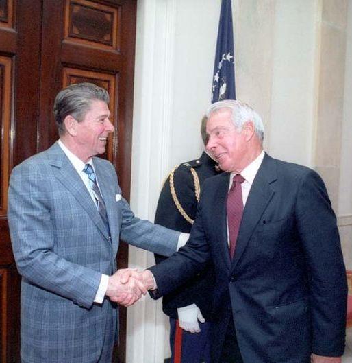 Joe DiMaggio meets president Ronald Regan in 1981