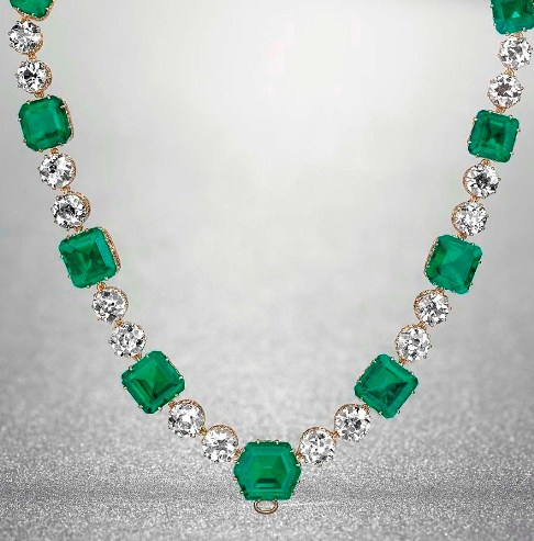 Lower section of the Emerald and Diamond Necklace