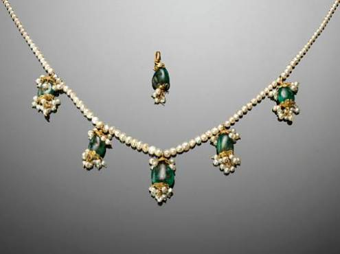 Maharani Jindan Kaur Emerald and Seed Pearl Necklace with 5 Pendants