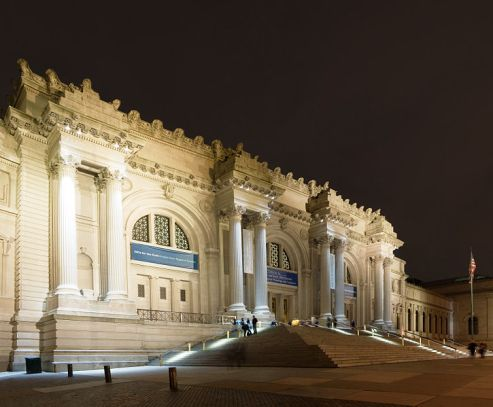 Metropolitan Museum of Art, New York at night