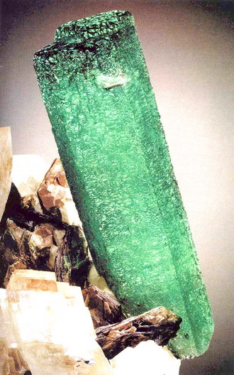 naem-emerald-north-american-emerald-mine-1869-carats