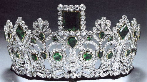 norwegian-emerald-parure-or-empress-josephines tiara