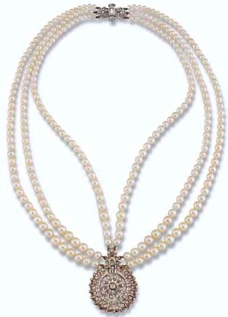 """The necklace is a """"Princess"""" under the modern system of classification of pearl necklaces"""