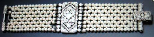Pearl bracelet with rectangular centerpiece studded with diamonds