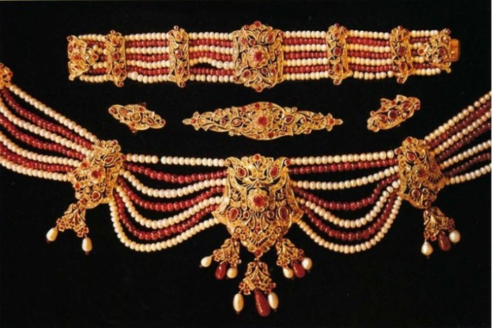 Pearl, ruby and diamond parure - another stunning exhibit at the museum
