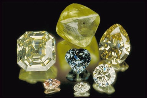 The Porteguese Diamond with other diamonds from the Smithsonian collection.