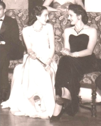Princess Faiza wearing the emerald and diamond fringe necklace at the 1948 Tahar Palace ball