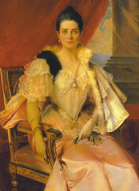 princess-zinaida-yusupov-of-russia-wearing-the-pearl-sautoir-with-the-la-regente-pearl