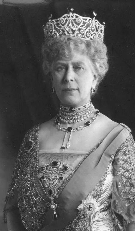 Queen Mary, Queen consort-of-king-george-v wearing the-delhi-cambridge-dumbar-parure