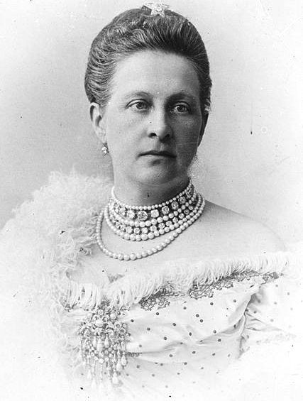 Queen Olga of Greece wearing the Devant de Corsage
