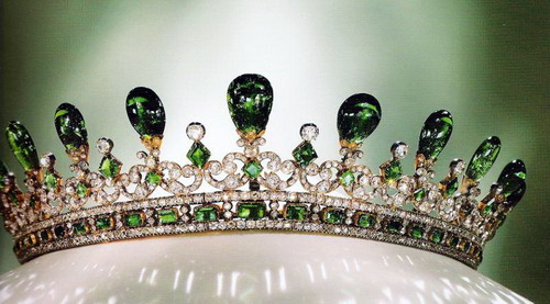 queen-victoria-emerald-diamond-tiara-gothic-style-designed-prince-albert