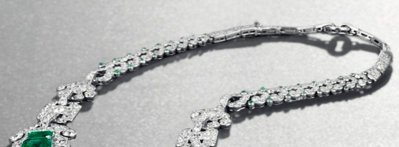 The rear part of the necklace
