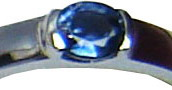 Ring with a blue sapphire set in 18ct white gold.
