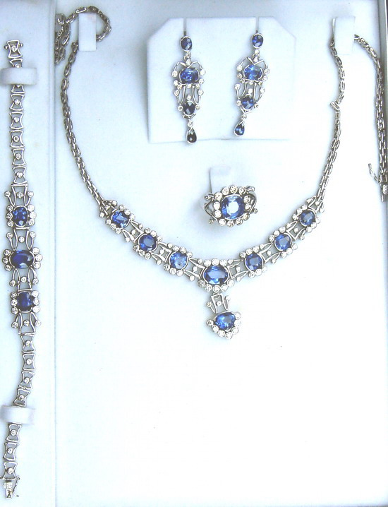 Complete jewelry set with four components,made up of large high quality Ceylon(Sri Lanka) blue sapphires and diamonds,all set in 18ct white gold.