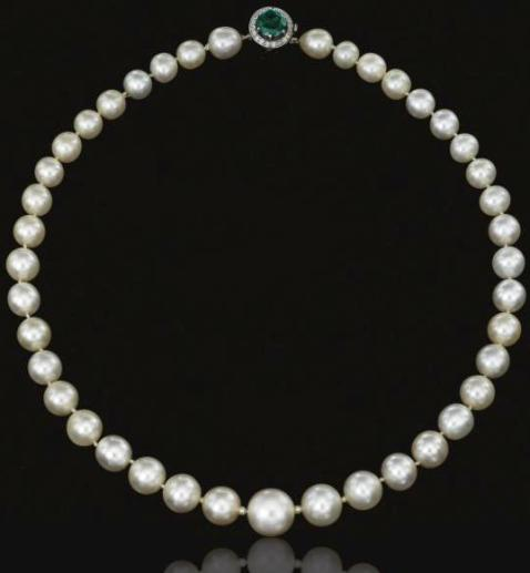 Single strand natural pearl necklace with emerald and diamond clasp