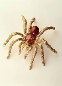 The materials used by Steffan Hemmerle in the creation of this extraordinary natural-looking Tarantula Brooch were yellow gold, pearl, umba sapphires