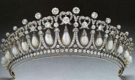 [the-1913-version-of-the-cambridge-lovers-knot-tiara-with-the-spikes-removed]