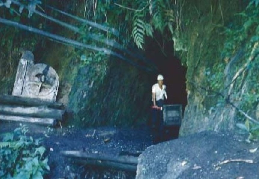 Tunneling method of emerald mining at Cosquez mine in Colombia