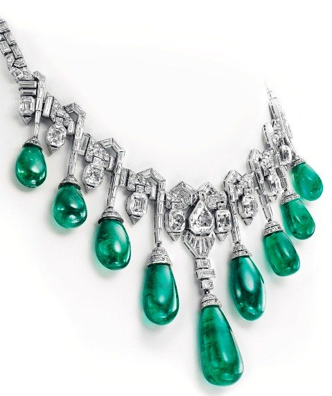 Close-up of a section of Princess Faiza's Emerald and Diamond Necklace