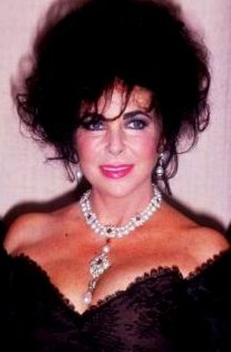 A later photograph of Elizabeth Taylor wearing the La Peregrina Necklace and a pair of pearl drop earrings