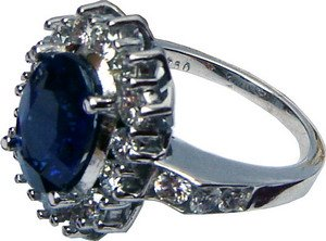 Cluster ring with Ceylon (Sri Lanka) blue sapphire and diamonds set in 18ct white gold