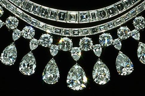 section of the Hazen Diamond Neckace enlarged