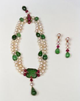 the sultan pearl necklace and earrings