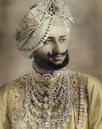 Yadavindra Singh, Maharajah of Patiala from 1938-1947. The Maharajah appears to be wearing a necklace similar to the renowned Patiala Diamond Necklace